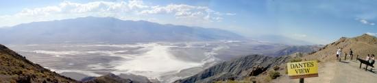 Das Death Valley vom Dantes View aus - Nichts als Sand und Salz