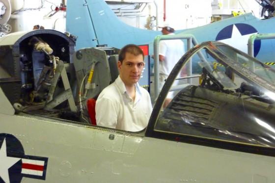 Tobias im Cockpit