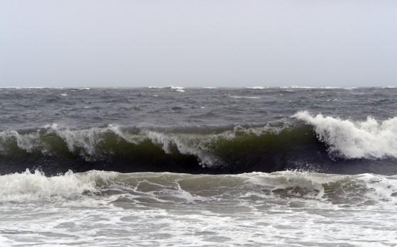 Große Wellen am Strand von Long Island Beach