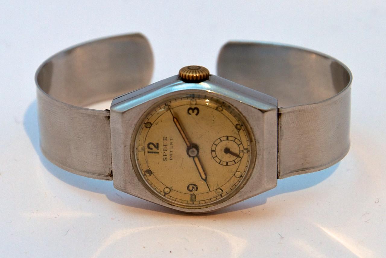 Strahlende Uhr