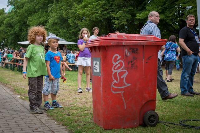 Rebellische Mülltonne von Kolja Kugler