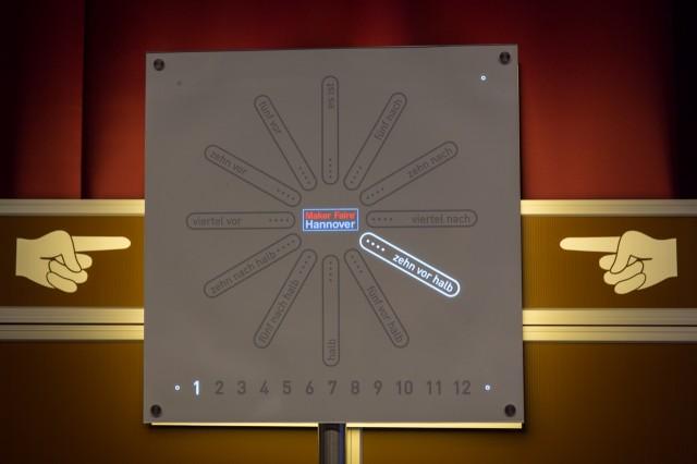 LED Uhr aus dem Wortuhr-Cafe