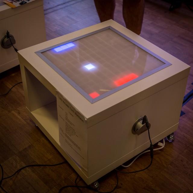 LED-Matrix Tisch von Mario Lukas